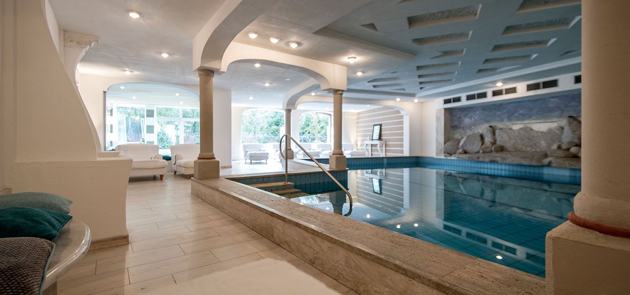 Indoor-pool and loungers