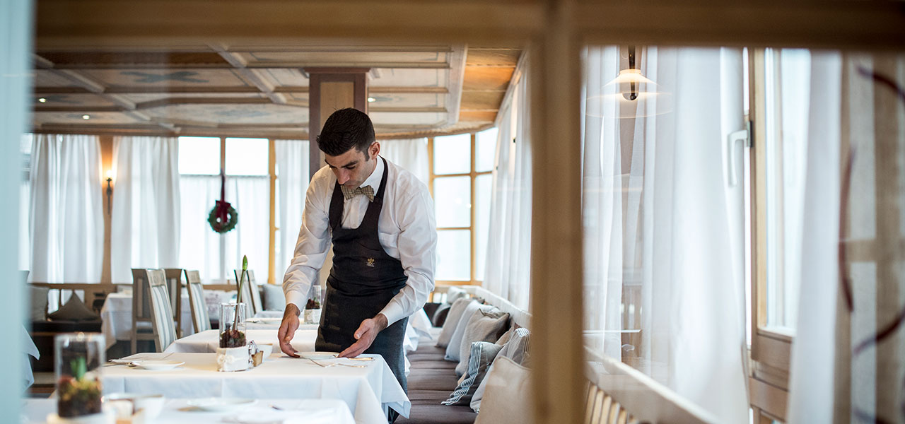 Waiter setting a table in Restaurant Limonaia